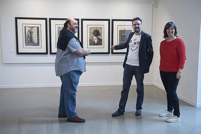 Ikusle bat Bilboko Guggenheim museoan Vincent Van Gogh artistaren 'Mitxoleta-soroa' artelanari begira ©Luis Jauregialtzo/Foku