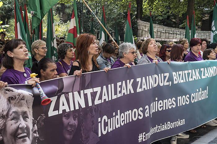 Zahar etxeetako langileak, protestan
