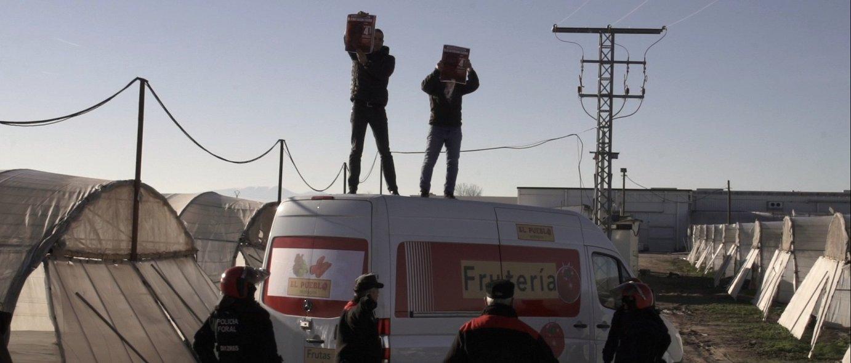 Urtarrilean enpresaren sarrera moztu zuten greba eskubidea urratzen ari zirela salatzeko. ©LAB sindikatua