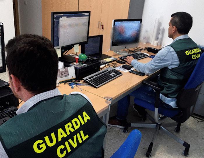 Guardia zibilak, webgune batzuetako edukiak aztertzen