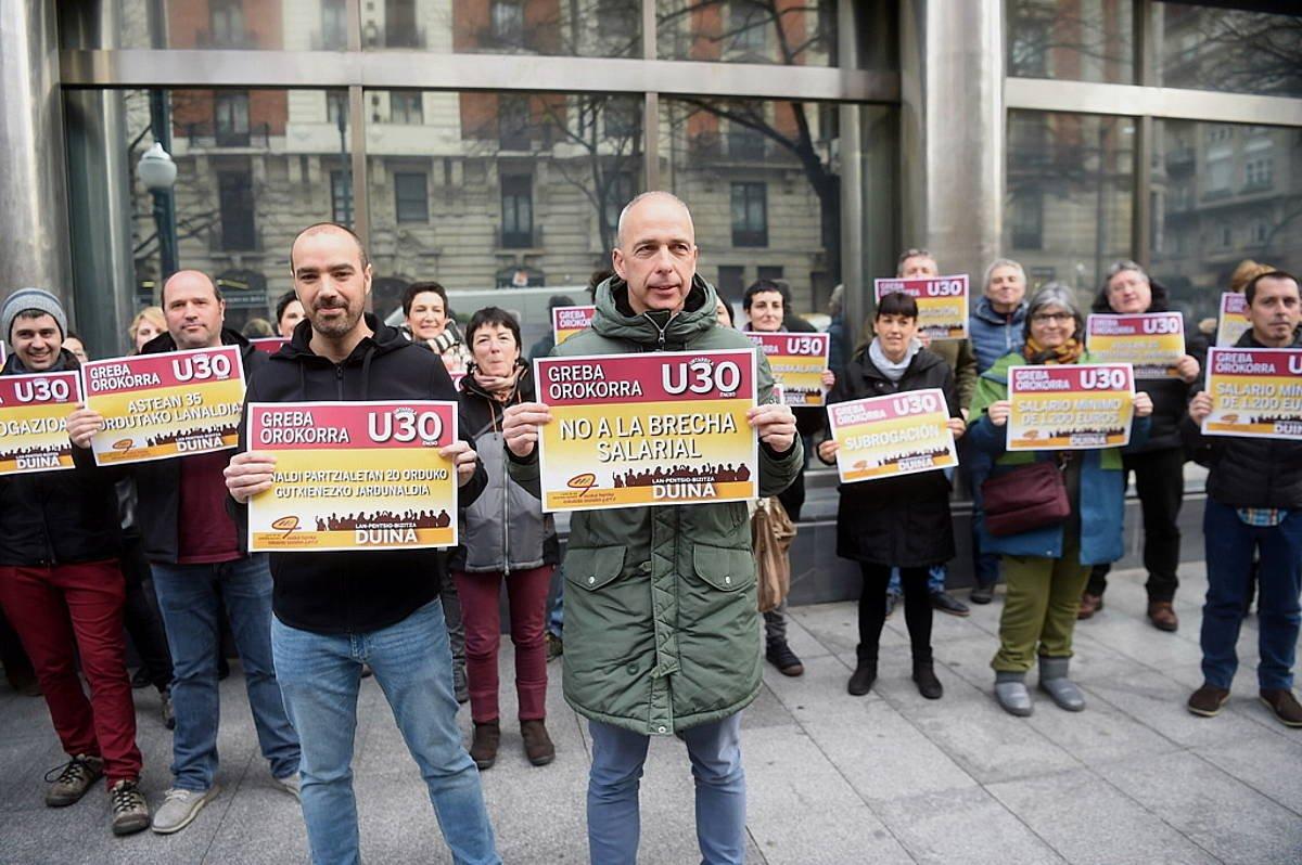 ELAk eta LABek egin dute protesta Bilboko Confebasken egoitzan ©Luis Jauregialtzo / Foku