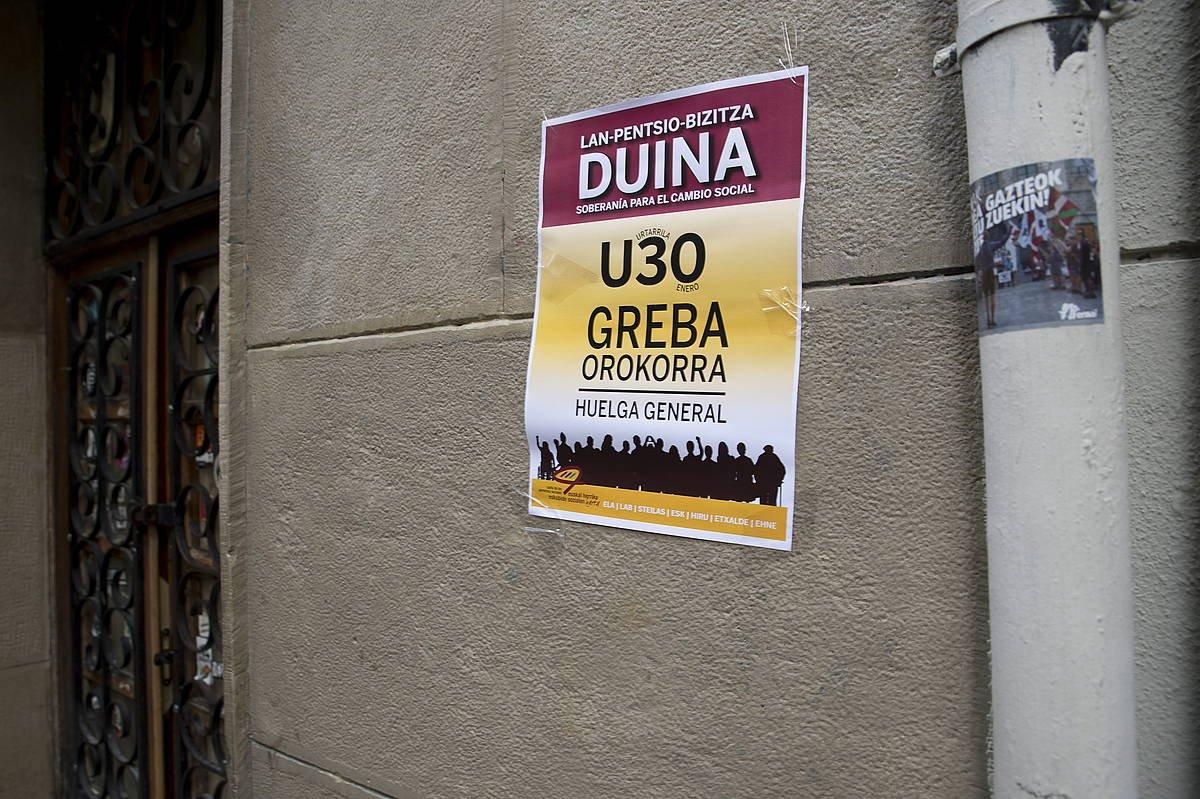 Grebaren aldeko afixa bat, Iruñean. / ©Iñigo Uriz, Foku