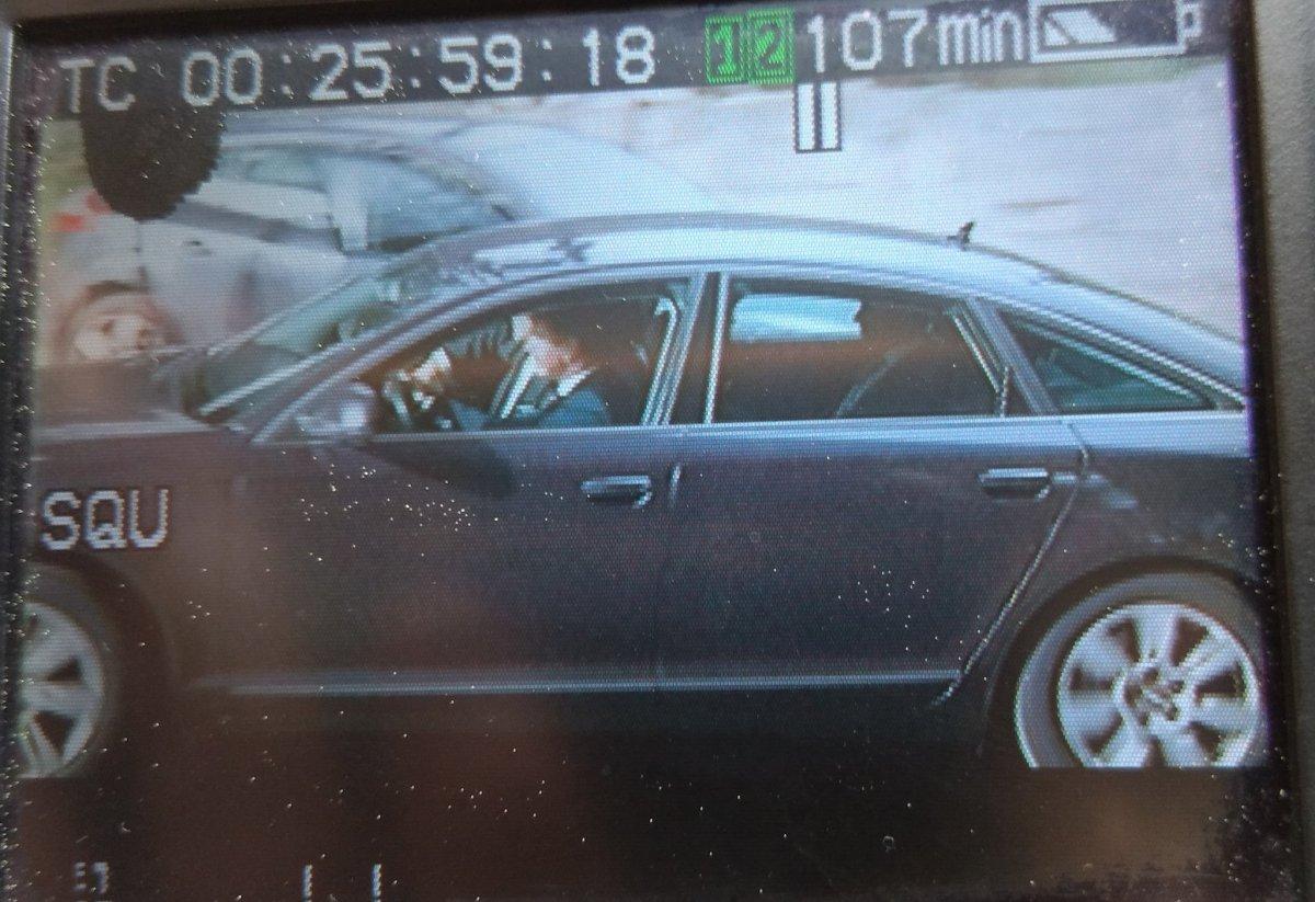 Urkullu autoaren barruan, EITBko berriemaileen kamerako pantailan. ©BERRIA