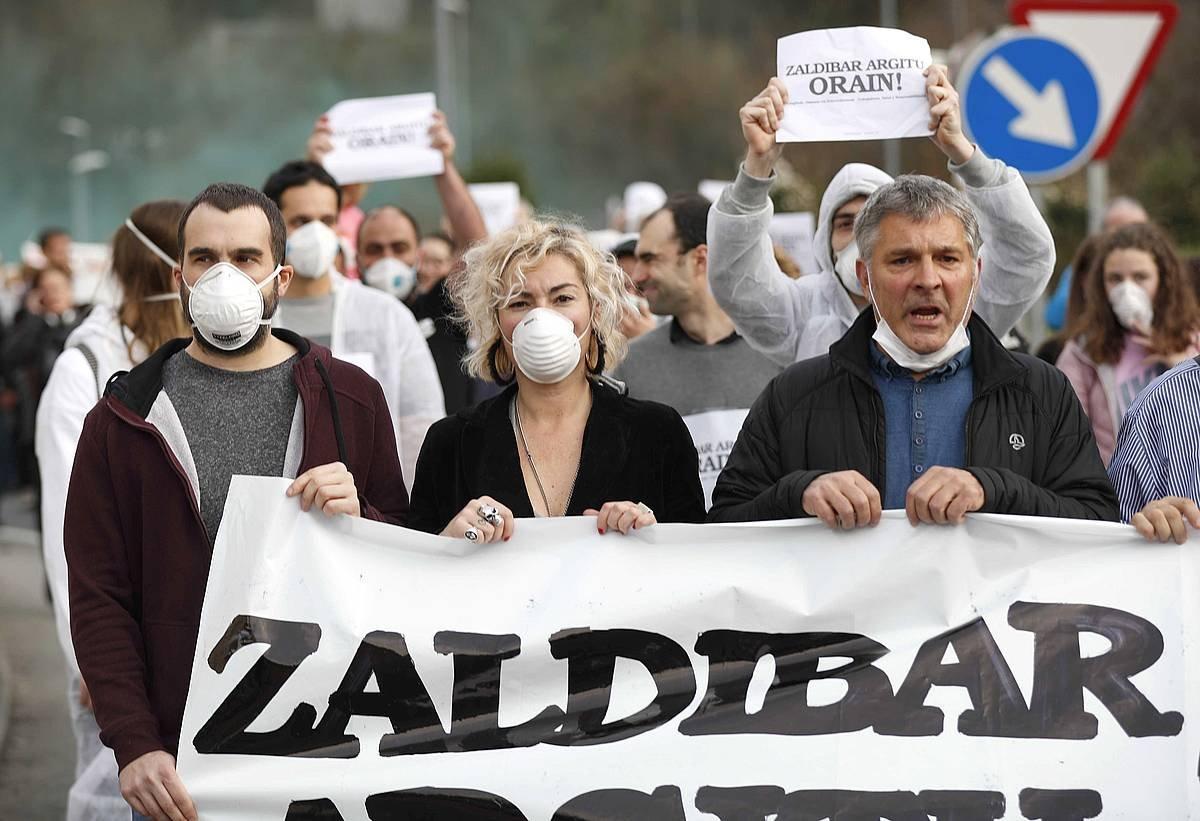 'Zaldibar argitu' lelopean joan zen larunbatean eginiko manifestazioa. ©Luis Tejido / EFE
