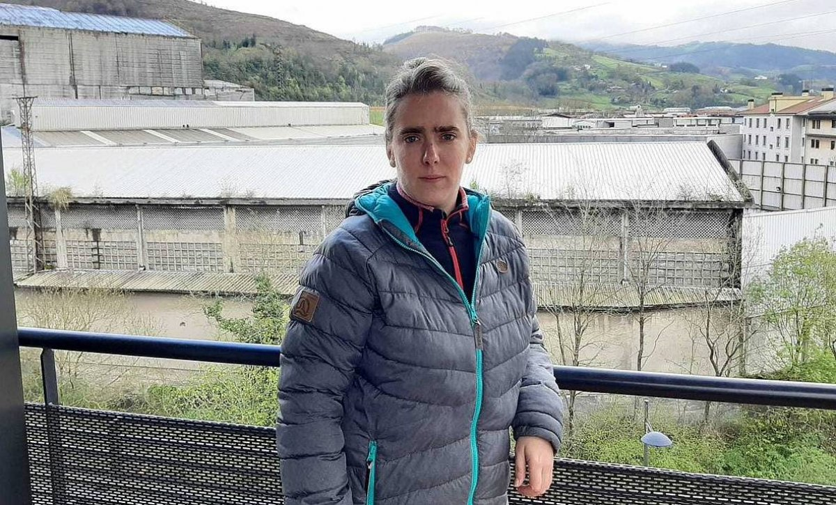 Nahia Sololuze: «Telefonoari adi bizi naiz»