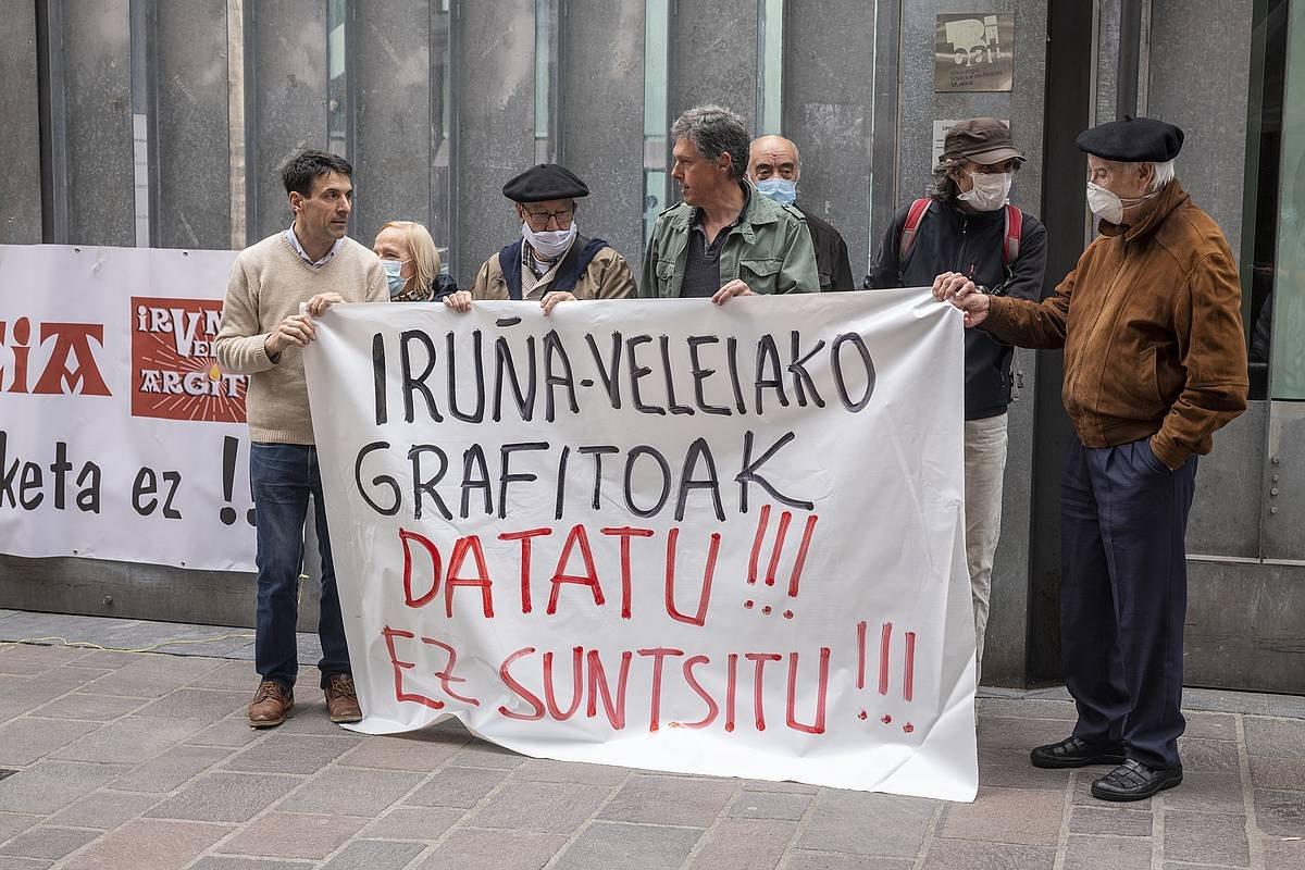 Iruña-Veleia Argituk egindako protesta, Gasteizen, auziaren sententzia jakin ostean.