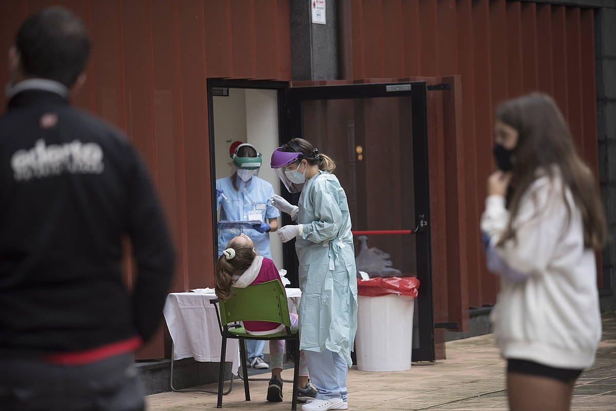 Hiru pertsona hil dira Nafarroan COVID-19aren ondorioz