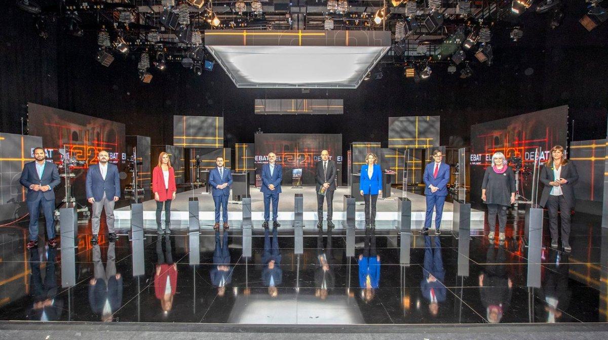 TV3en eztabaidan parte hartu zuten bederatzi hautagaiak, atzo. ©TV3