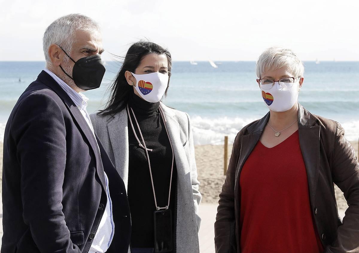 Carlos Carrizosa zerrendaburua, Ines Arrimadas alderdiko burua eta Anna Grau zerrendako bigarrena. ©Andreu Dalmau, EFE