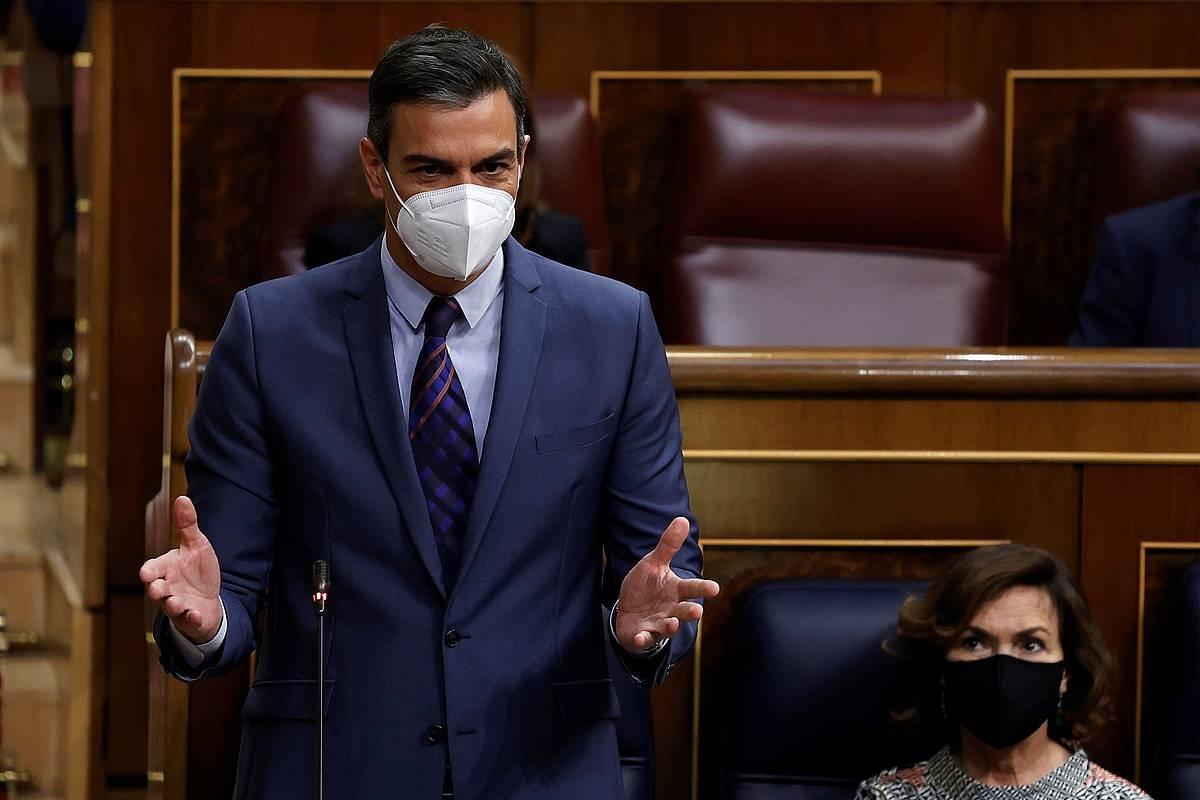 Sanchez: «Laster utziko diogu kalean maskara erabiltzeari»