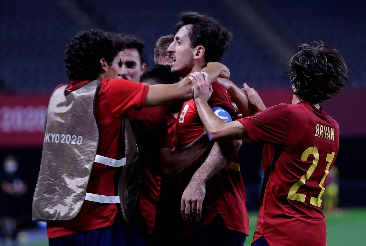 Oiartzabal, gaurko neurketako gol bakarra ospatzen. ©Gonzalo Arroyo / EFE