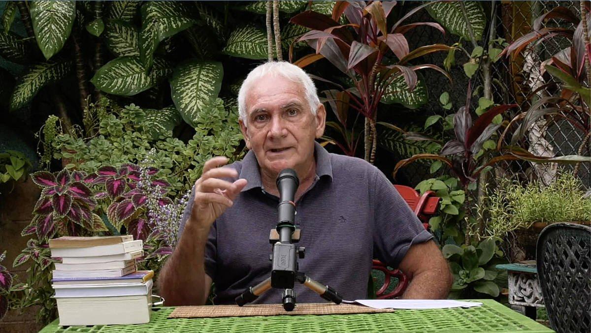 Joseba Sarrionandia 'Gauzak direnak balira' saiakera aurkezten, Jose Goitiak Habanan grabatutako bideoan. / ©Jose Goitia