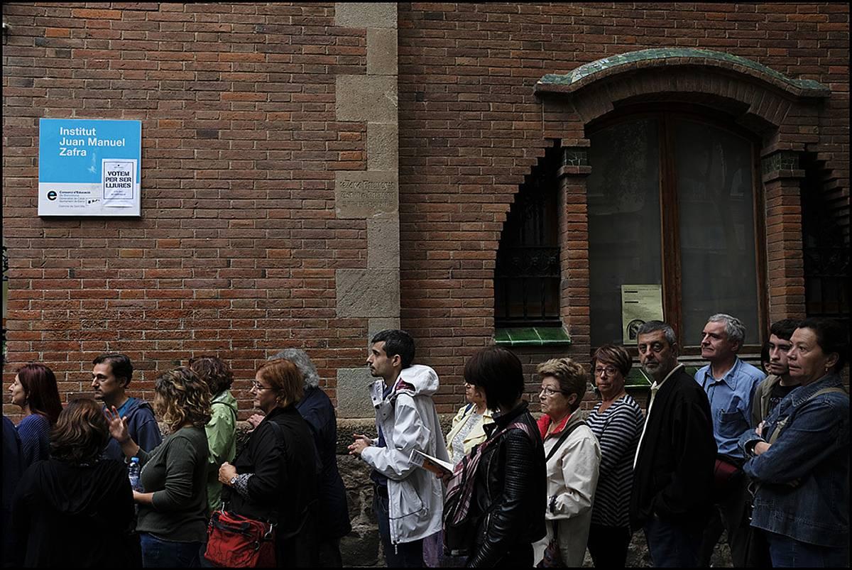 Botoa emateko ilarak Bartzelonan, 2017ko urriaren 1eko erreferendumean
