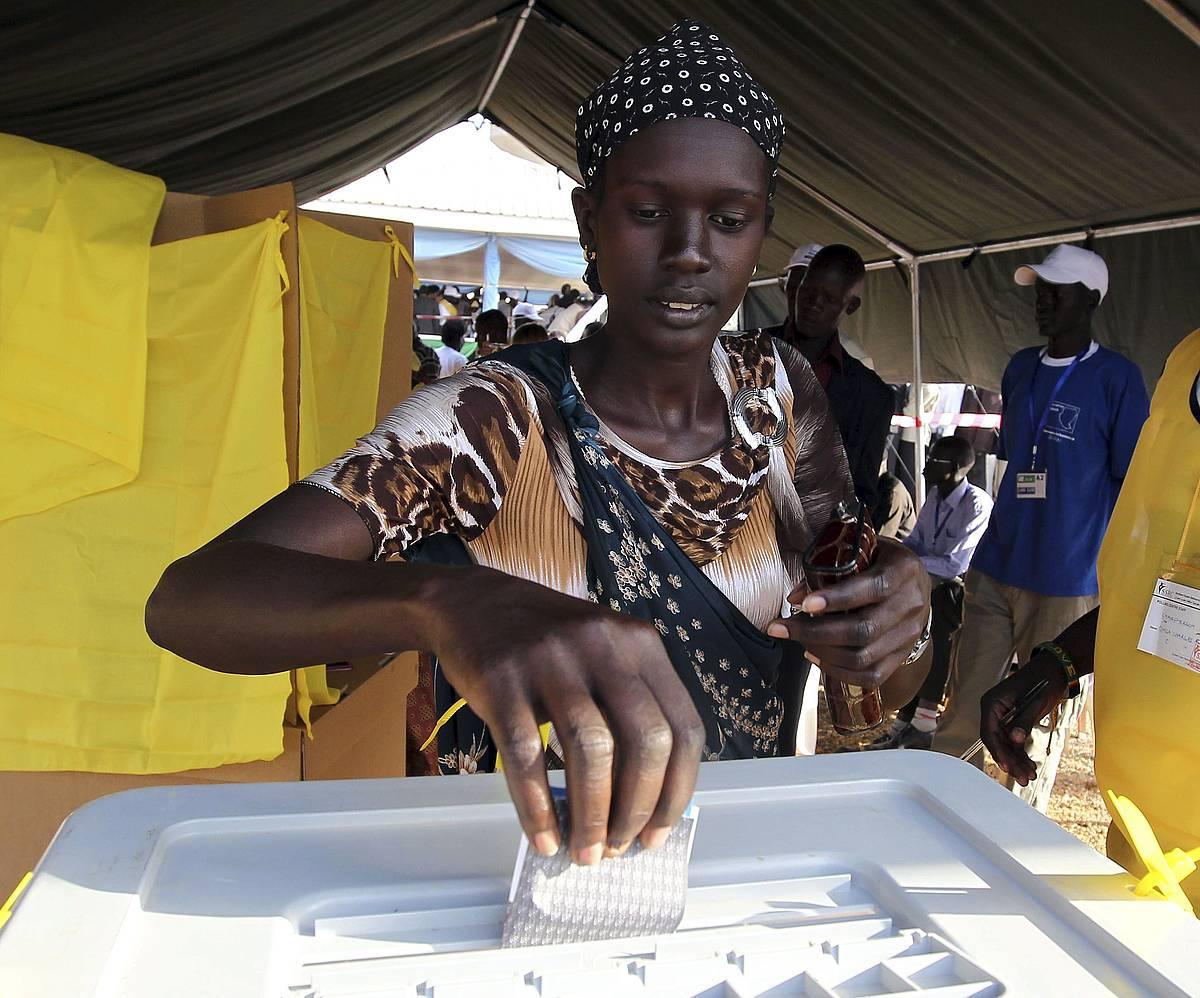 Emakume bat botoa ematen, Juban, 2011ko erreferendumean