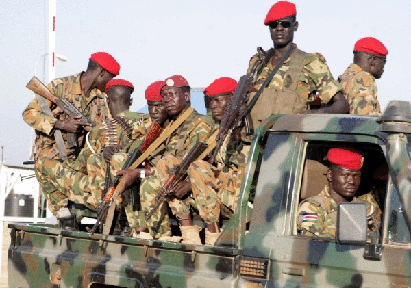 Hego Sudango soldaduak Jubako kaleetan, nuerren atxiloketak hasi zirenean. PHILLIP DHIL / EFE