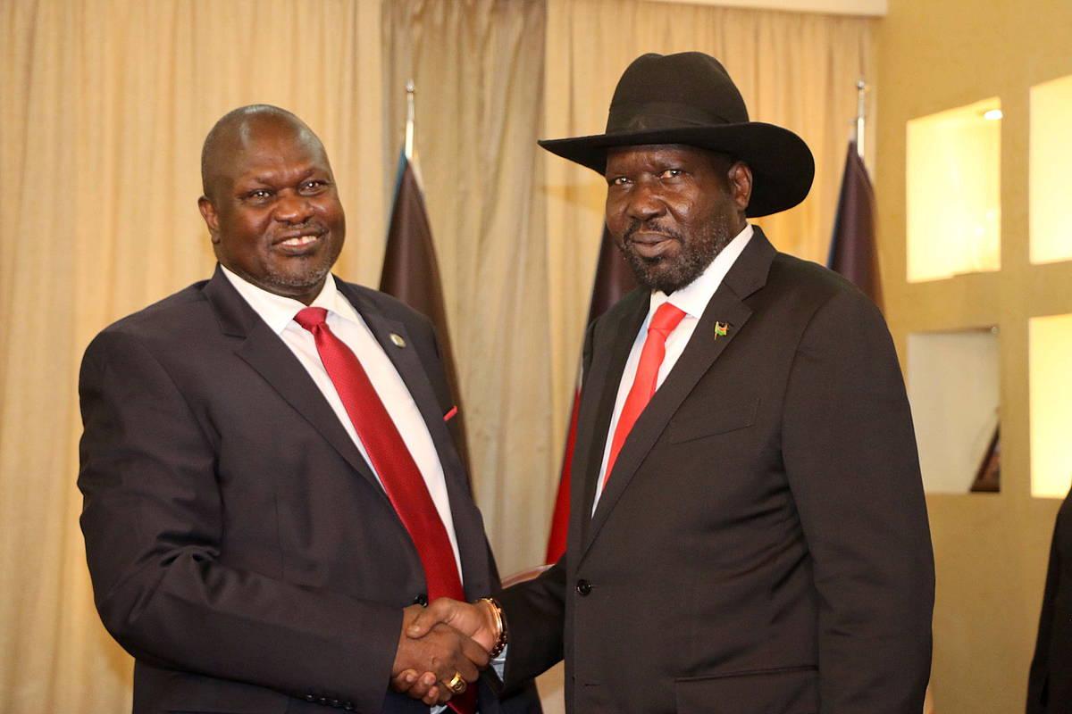 Riek Machar eta Salva Kiir, 2019ko urrian, batasun gobernua eratzeko bileretan. STR/EFE