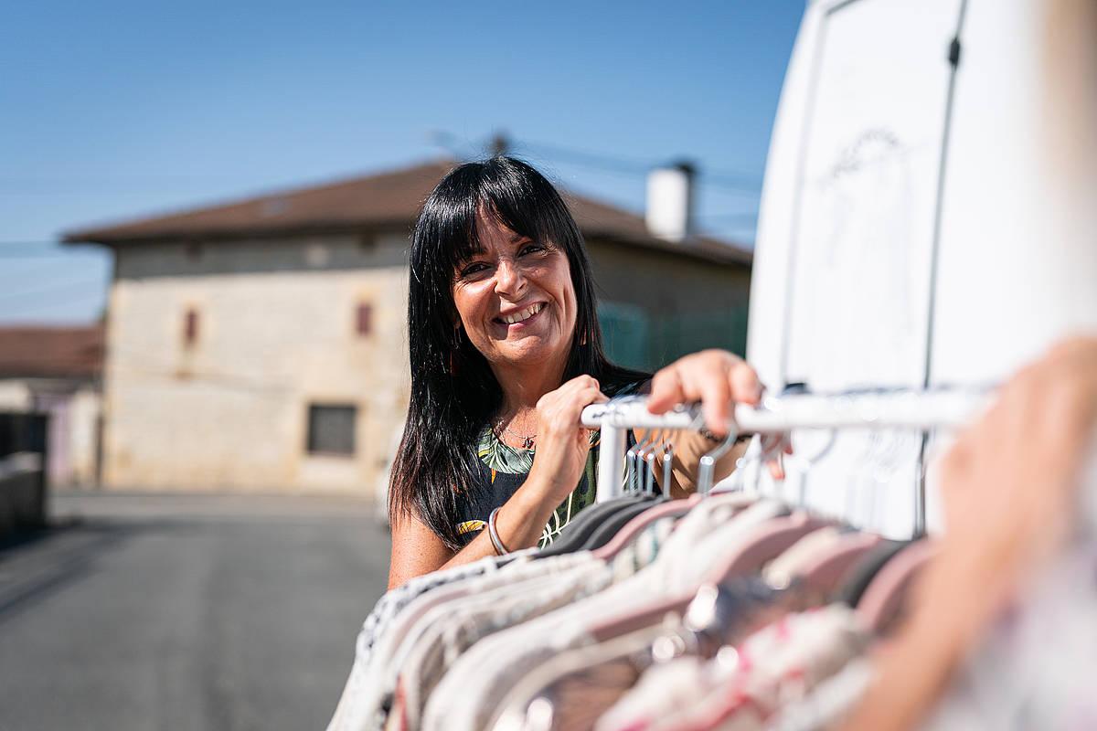 Nuria Lopez de Letonak gidatzen du autobusa. Endika Portillo / Foku