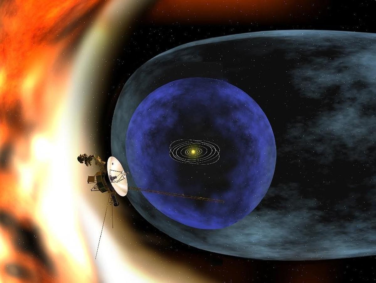 <em>Voyager 1</em>, espazioan aurrera, NASAren errekreazio batean.