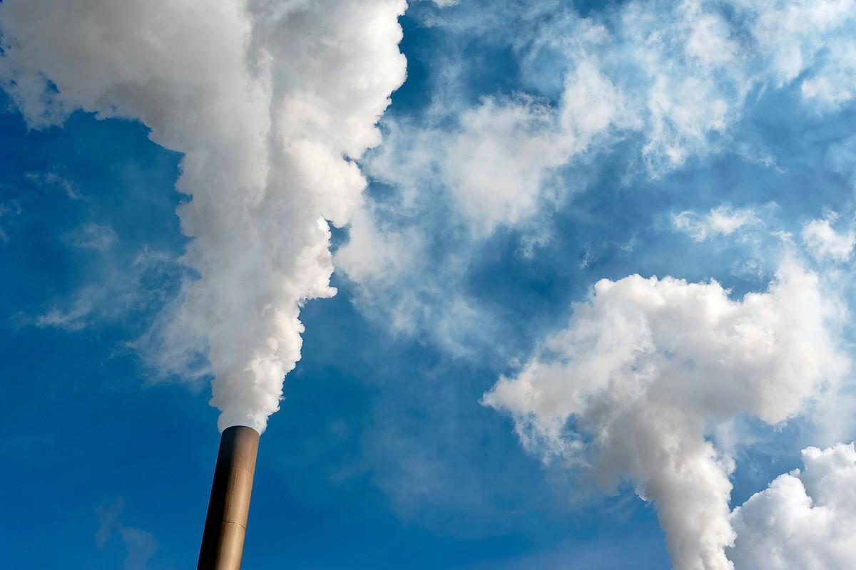 CO2<$z$> emisioak gero eta gehiago dira, eta munduaren berotzea ez dago gelditzerik horrela.</paragraph>