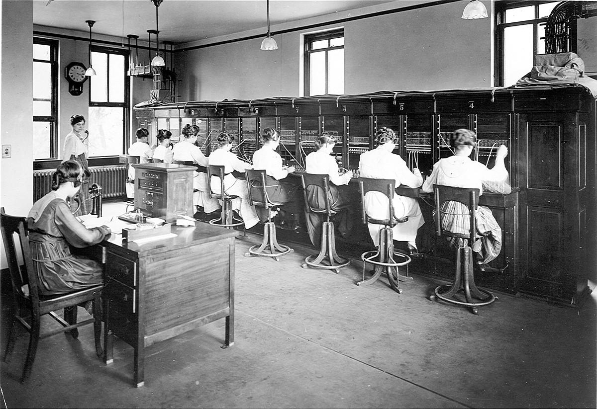 Telefonisten lanbidea galdu egin zen sistema automatikoarekin.