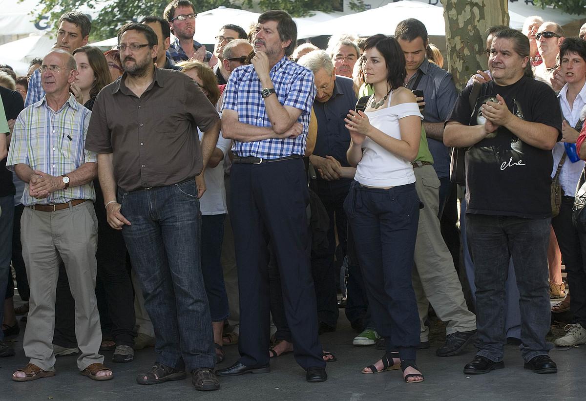 Txelui Moreno, Rafa Diez, Amaia Esnal eta Mañel Serra, libre diren <em>Bateragune auziko</em> auzipetuak manifestazioaren amaierako ekitaldia entzuten. / ANDONI CANELLADA / ARGAZKI PRESS