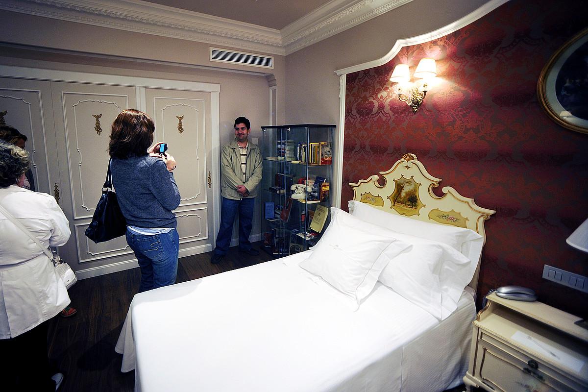 Hemingwayk ostatu hartzen zuen logela, La Perla hotelean. / IÑIGO URIZ / ARGAZKI PRESS