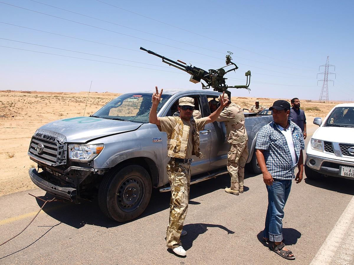 Libiar matxinoak, Nafusa mendikatetik Tripolira bidean. / KARLOS ZURUTUZA
