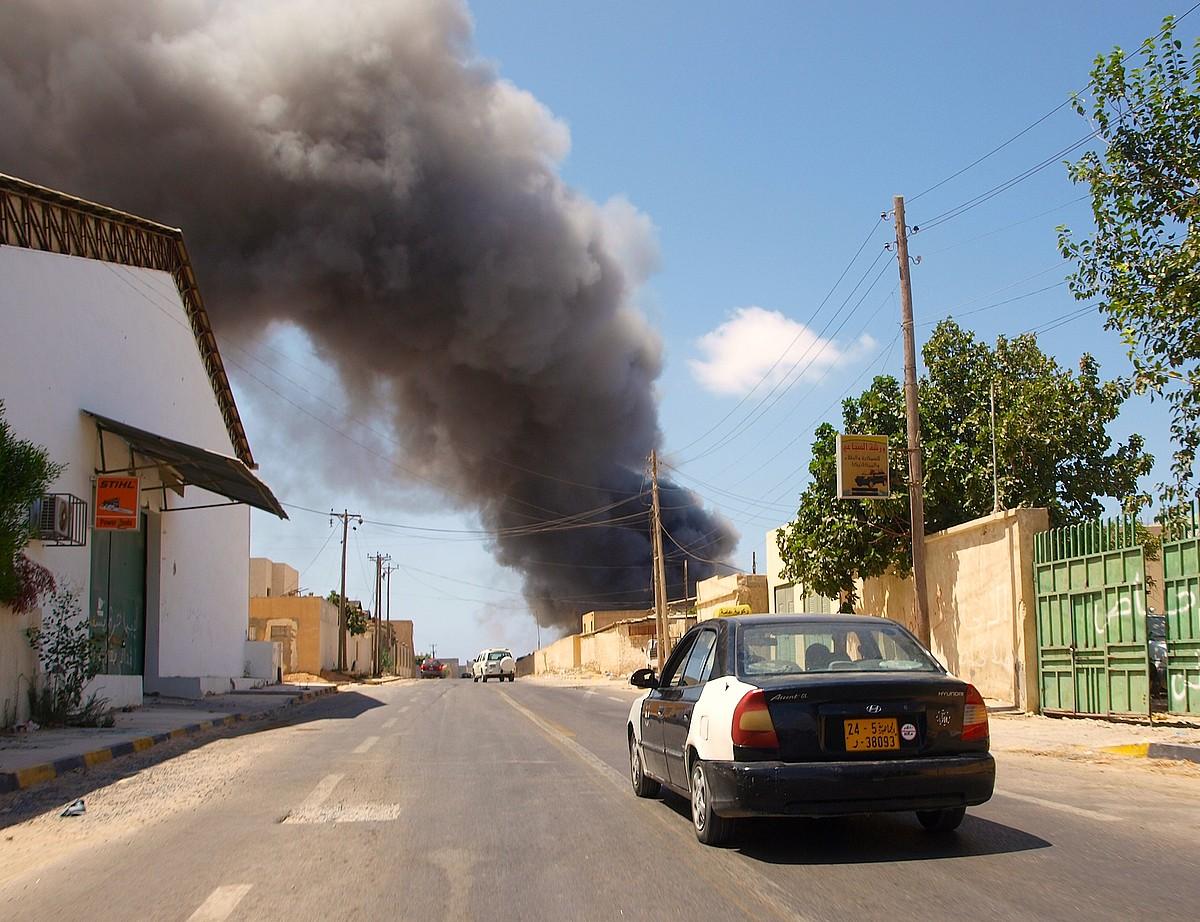 Tripoliko zabor bilketaz arduratzen den bulegoak su hartu zuen atzo. Edo su eman zioten. / KARLOS ZURUTUZA