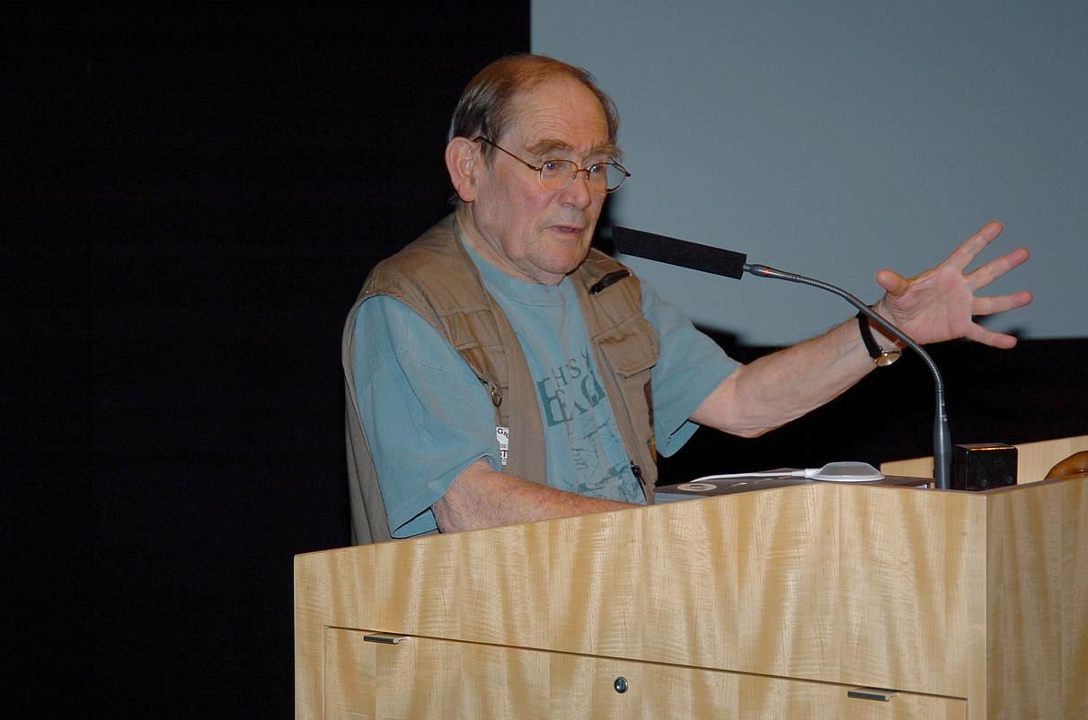 Sydney Brenner biologo eta Nobel sariduna, hitzaldi batean. ©BERRIA