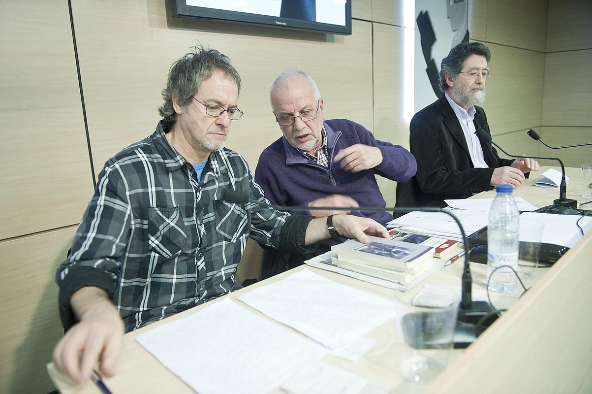Pako Aristi, Xose Estevez eta Dario Xohan Cabana. / JON URBE / ARGAZKI PRESS