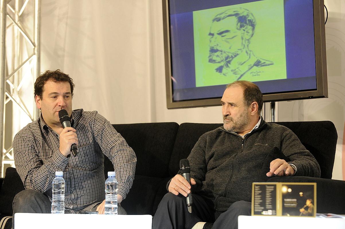 Joxan Goikoetxea eta Joxeanjel Arbelaitz, atzo, Durangon. / MONIKA DEL VALLE / ARGAZKI PRESS