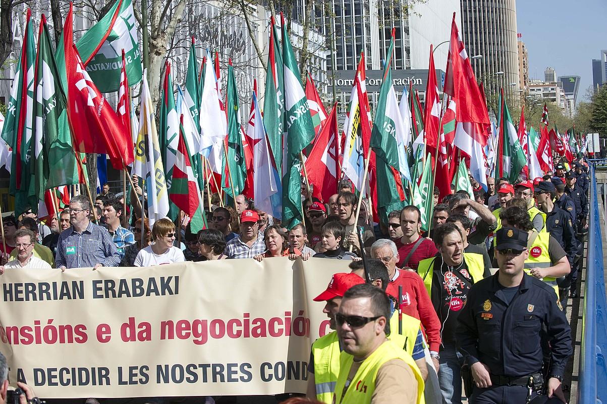 Gehiengo sindikalak negoziazio kolektiboaren alde eta pentsioen erreformaren kontra Madrilen egindako manifestazioa. ©ANDONI CANELLADA / ARP