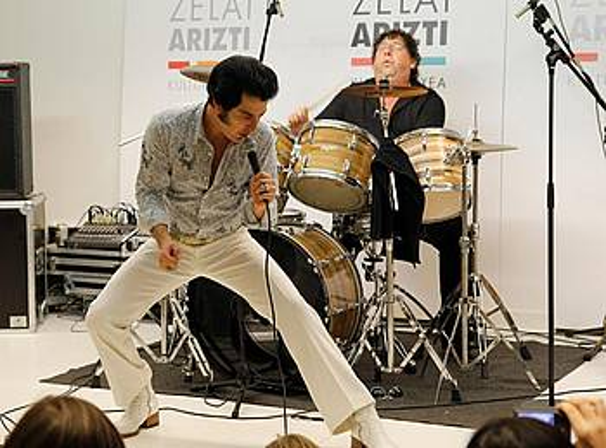 Mystery Train taldeak Elvis Presleyren abestiak egokitzen ditu. ©BERRIA