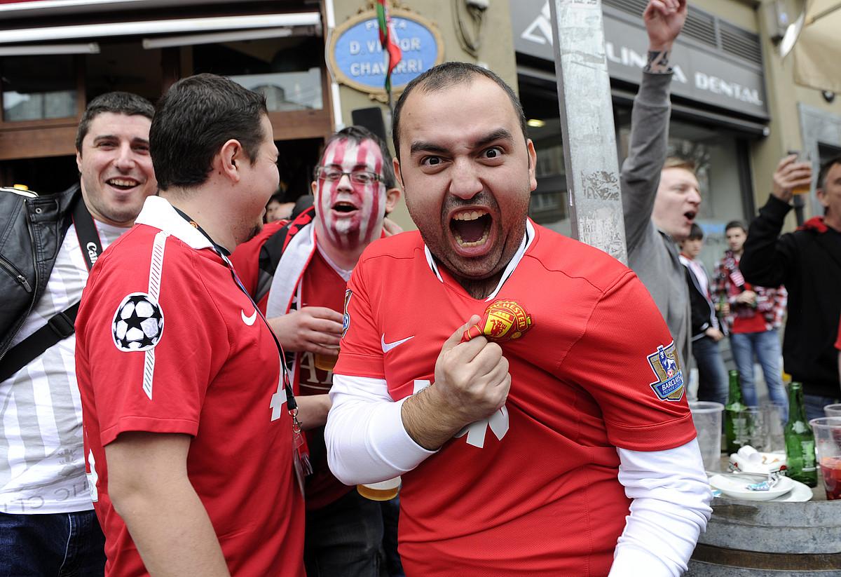 Manchester Unitedeko jarraitzaile bat, oihuka. / MARISOL RAMIREZ / ARGAZKI PRESS