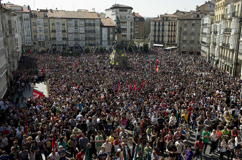 Gasteizko Andre Mari Zurian, sindikatu abertzaleen mobilizazioaren amaieran. / RAUL BOGAJO / ARGAZKI PRESS