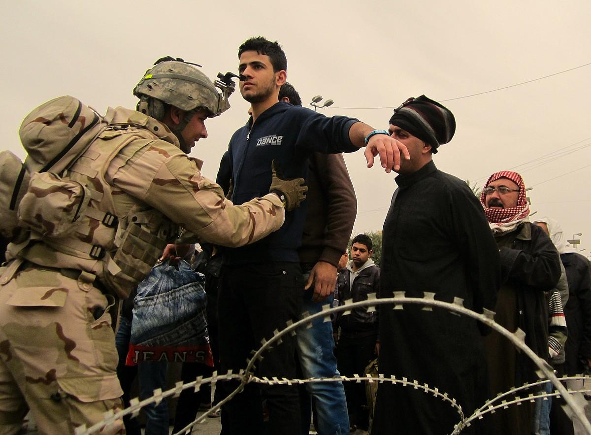 Soldaduen miatzeak egunerokoak dira Bagdaden, nonahi eta noiznahi. / KARLOS ZURUTUZA