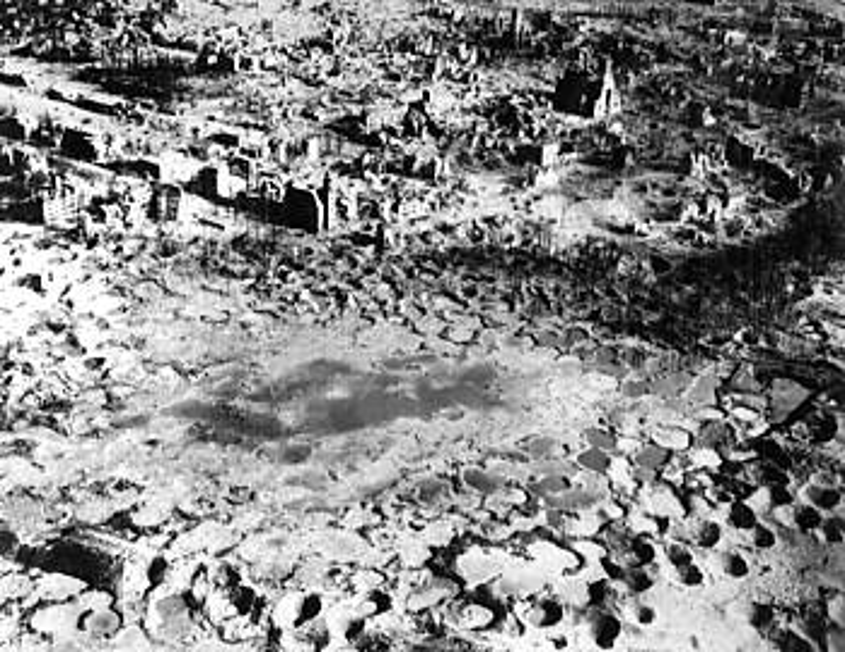<b>1945, Wesel, Alemania.</b>  Erresuma Batuen erasoa. / BERRIA