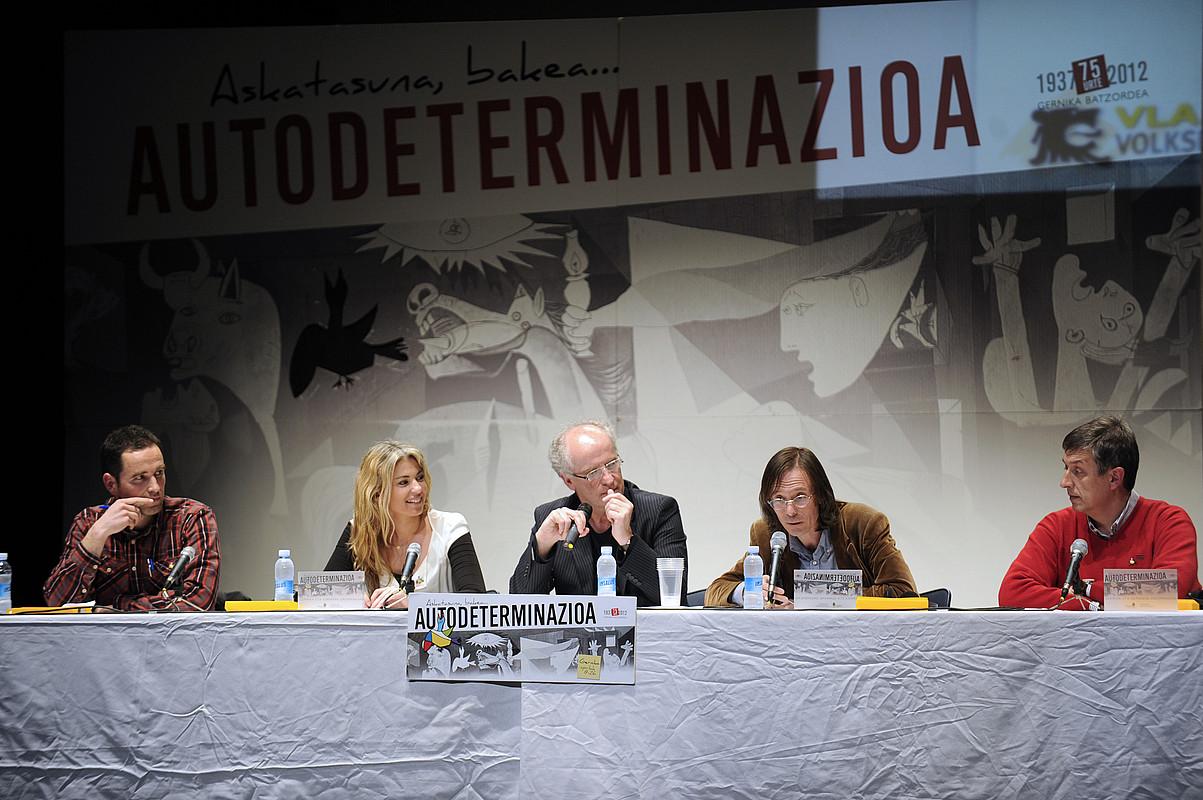 Autodeterminazioaz mintzatzeko eta European Partners for Independence aurkezteko atzo, Gernikan, egin zen mahai ingurua.