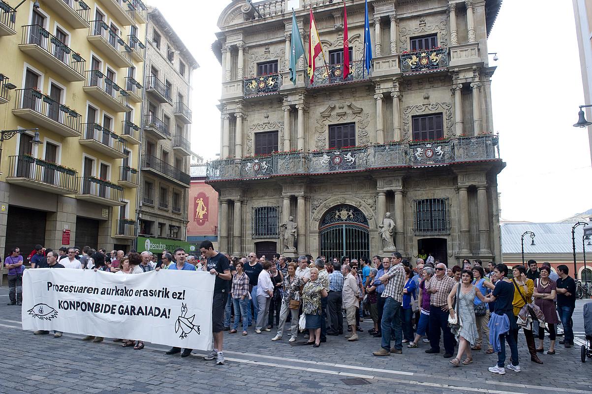 Debekuak debeku, egin zuten elkarretaratzea Iruñean. / IÑIGO URIZ / ARGAZKI PRESS