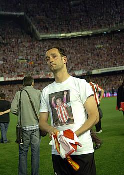 Joseba Etxeberria, negarrez, Mestallan, 2009ko Espainiako Kopako finala galdu berritan. / MARISOL RAMIREZ / ARGAZKI PRESS