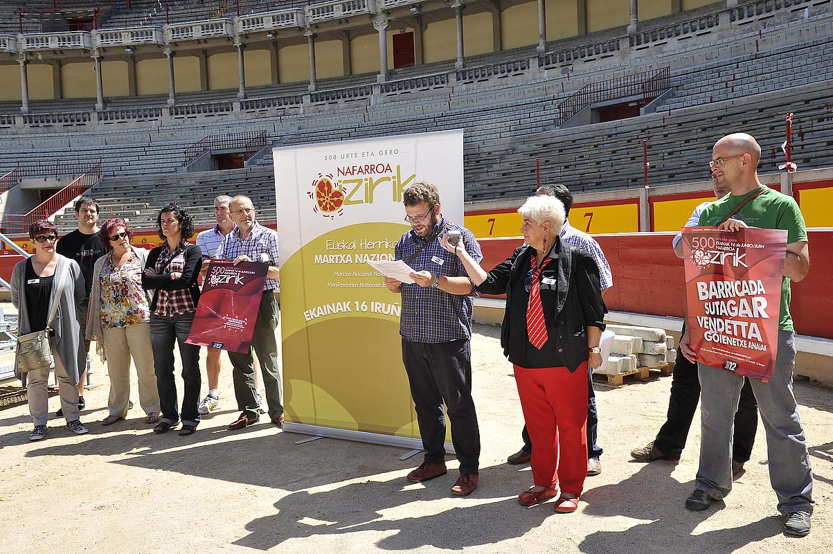 1512-2012 Nafarroa Bizirik taldeko kideak, atzo. / IDOIA ZABALETA / ARGAZKI PRESS