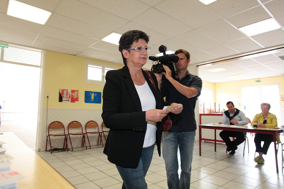 Abertzaleen botoak beharrezko izanen ditu Sylviane Alauxek (argazkian), Alliot-Marieri garaitzeko. / P .T.  / P HOTOMOBILE