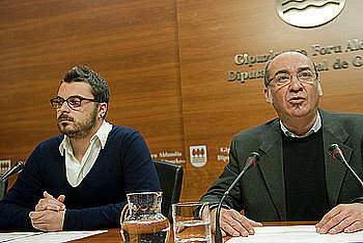Ander Rodriguez eta Martin Garitano, agerraldi batean. ©JUAN CARLOS RUIZ / ARP
