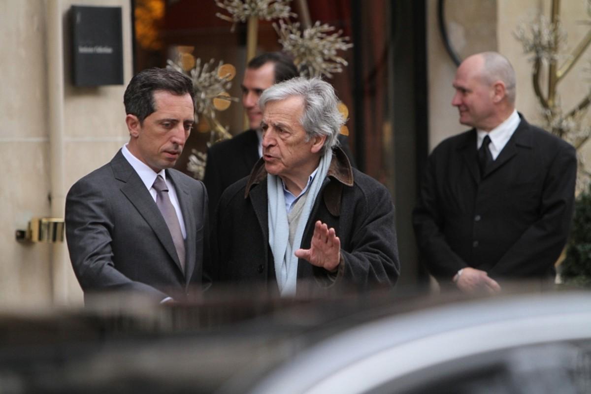 Gabriel Byrne aktorea, lehen planoan, <em>Le capital</em> filmeko eszena batean. / DONOSTIA ZINEMALDIA