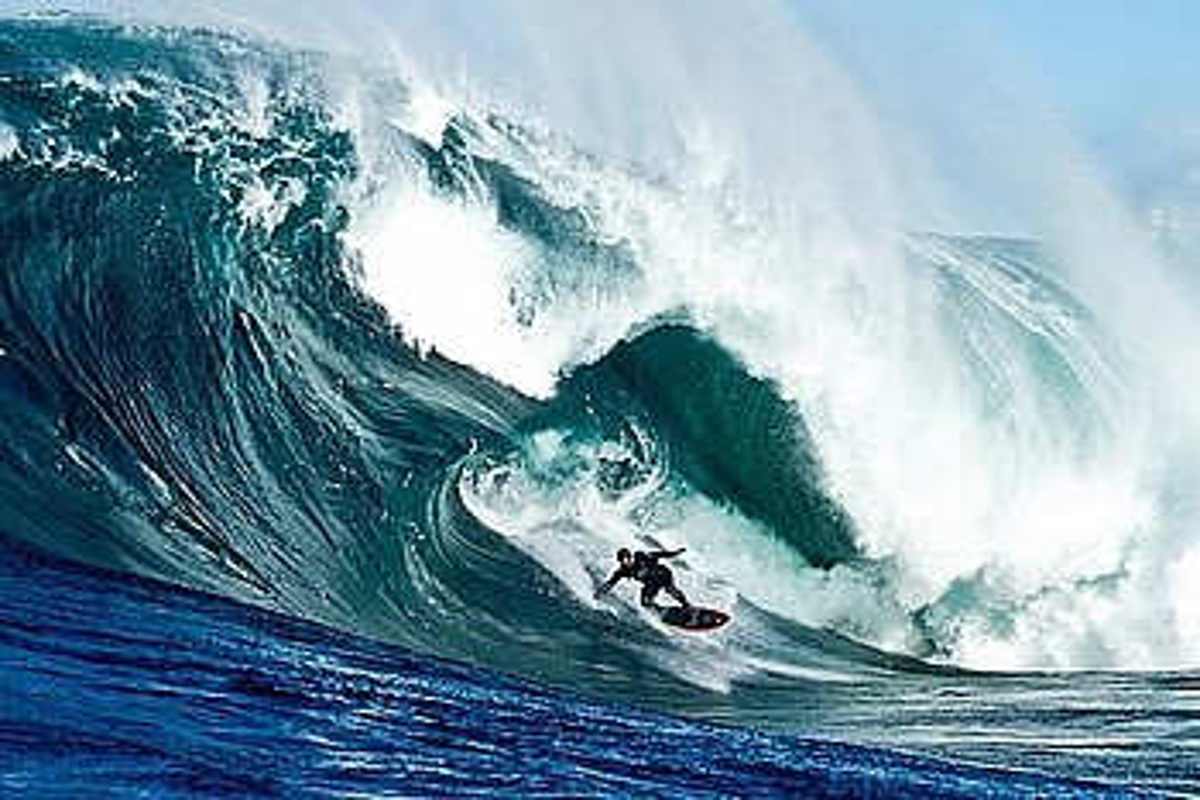 Christopher Nelius eta Justin McMillanen <em>Storm Surfers</em> filma. / DONOSTIA ZINEMALDIA