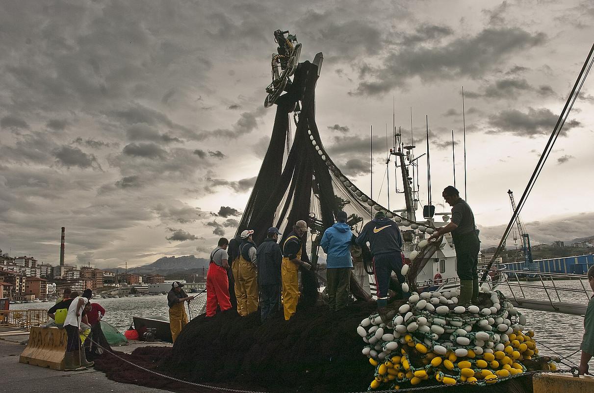 Iberiar penintsulako arrantza portu nagusienetako bat izan zen garai batean Pasaiakoa. / JUAN CARLOS RUIZ / ARGAZKI PRESS