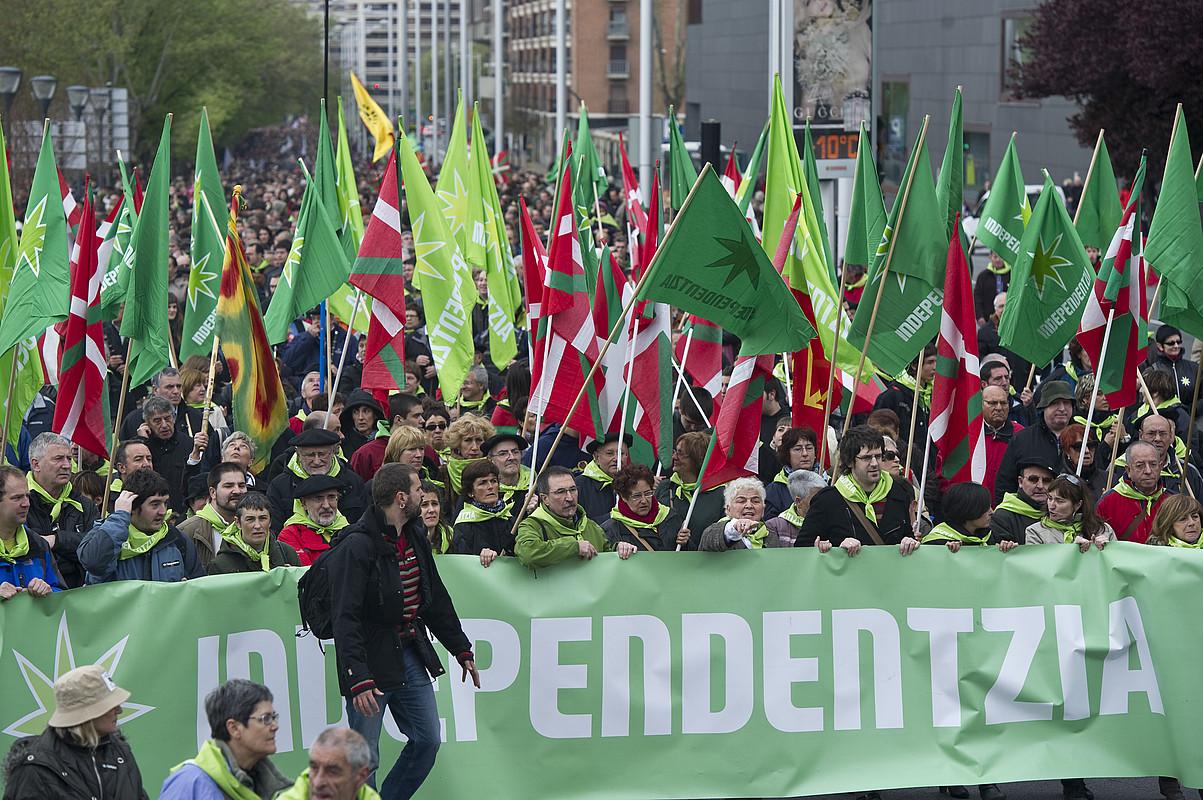 Independentistak sareak deituta Aberri Egunez Iruñean egindako manifestaldia. / JAGOBA MANTEROLA / ARGAZKI PRESS