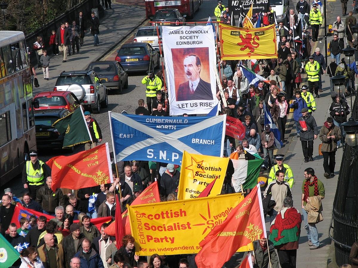 Eskoziaren independentziaren aldeko egungo mugimenduaren lehen martxa, Edinburgon, 2007ko martxoaren 31n. / MEBRETT