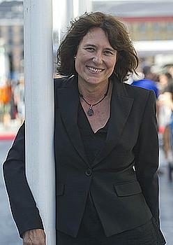Bertha Gaztelumendi, atzo, Kursaalaren atarian. / ANDONI CANELLADA / ARGAZKI PRESS