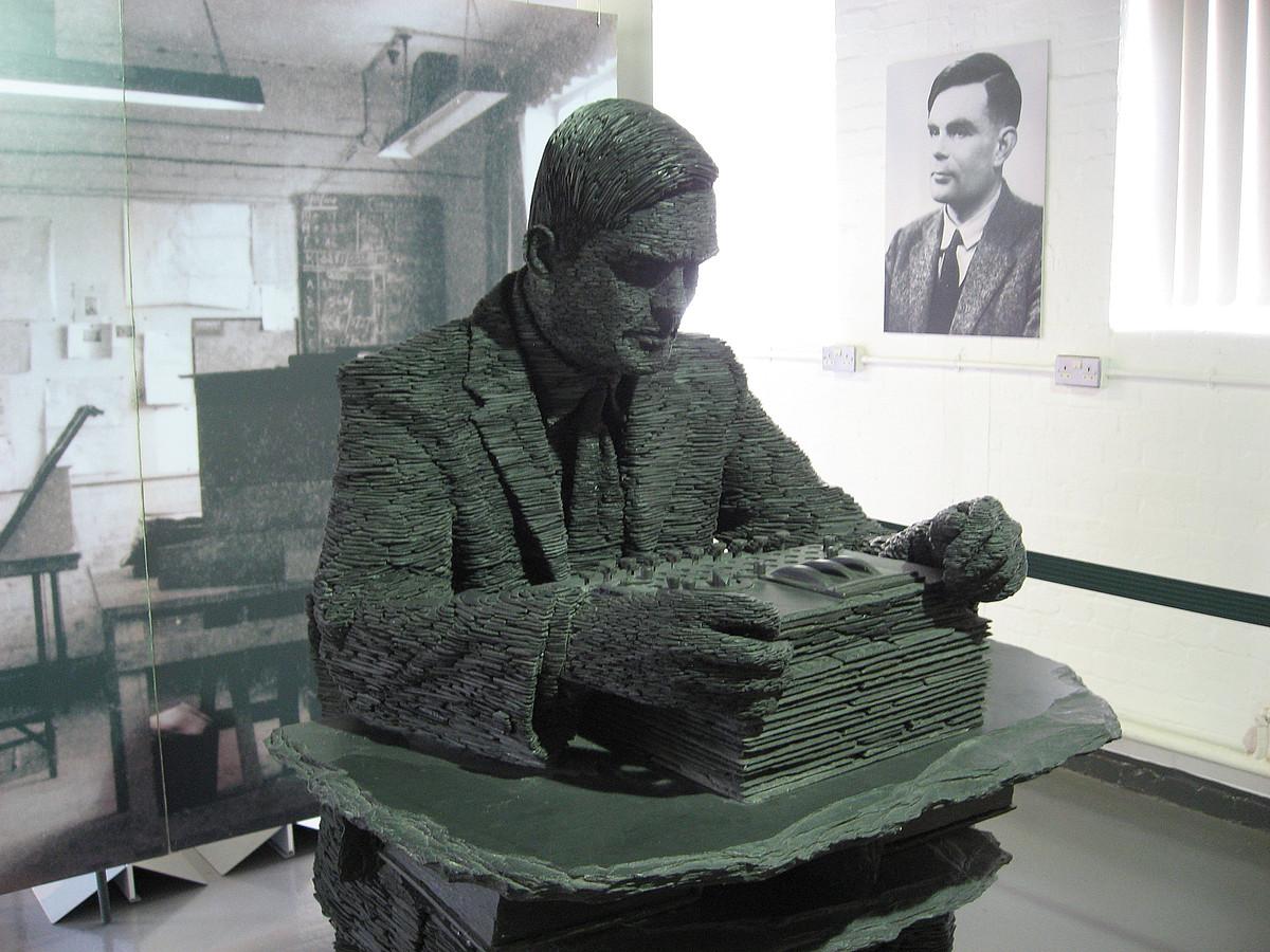 Alan Turingen eskultura.
